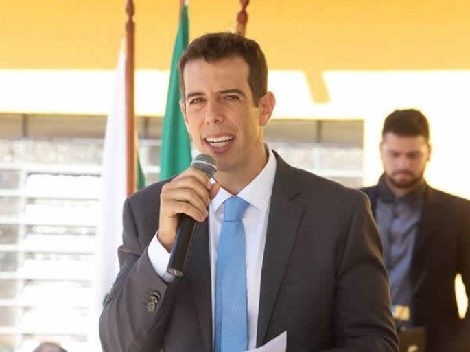Renato Feder pode ser confirmado ainda nesta sexta como novo ministro da Educação