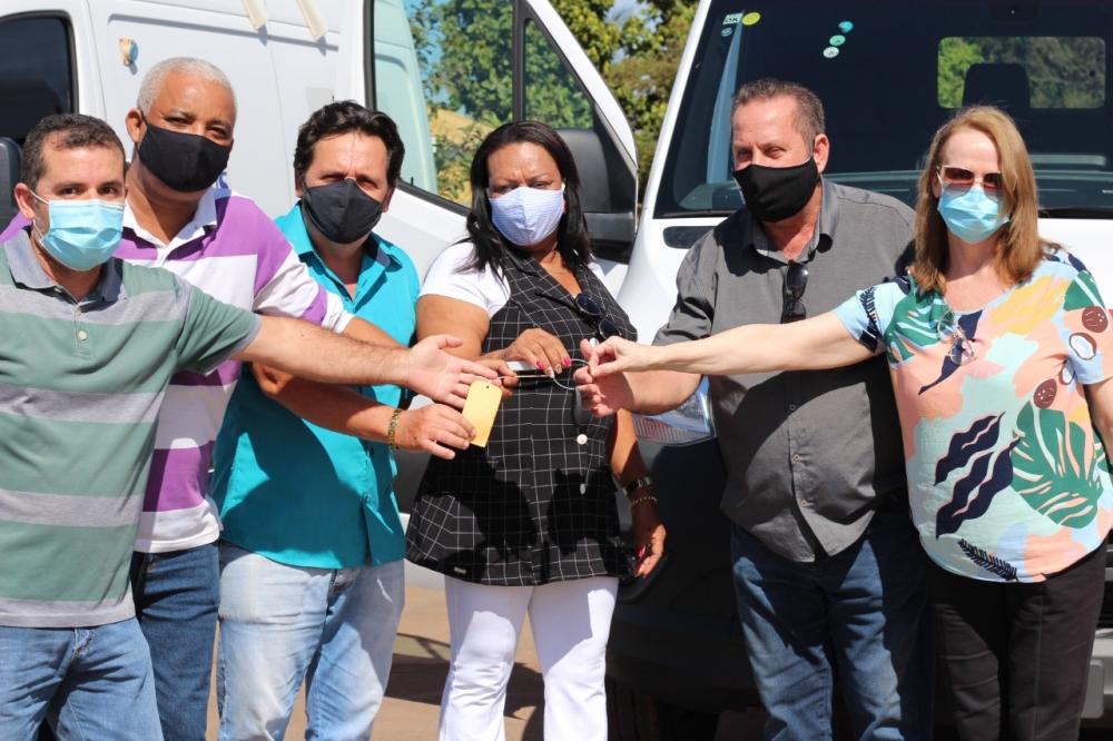 Prefeitura de Tabaporã adquire nova ambulância com recursos próprios e emenda impositiva de vereadores.