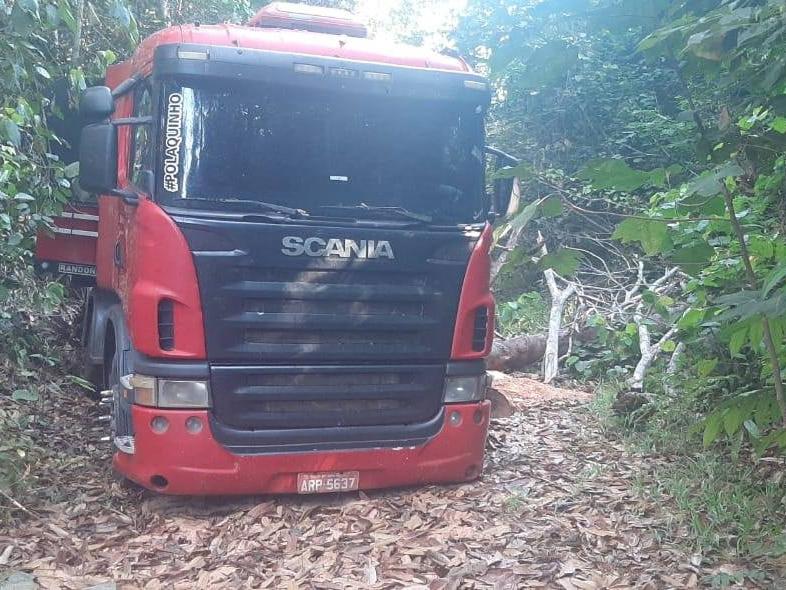 PM de Juara localiza carreta roubada em Brasnorte abandonada no interior do município.