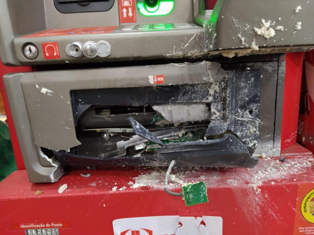 Polícia Civil prende suspeitos de furto de caixa eletrônico de supermercado da capital