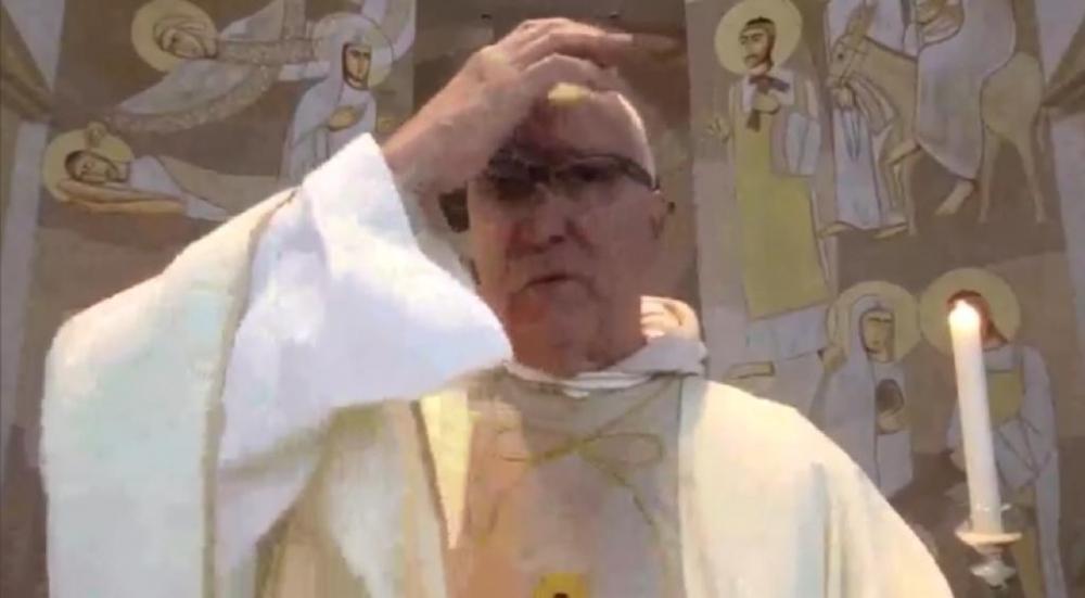 Assalto durante a missa na igreja do Fião, em São Leopoldo, é transmitido ao vivo: VEJA O VÍDEO