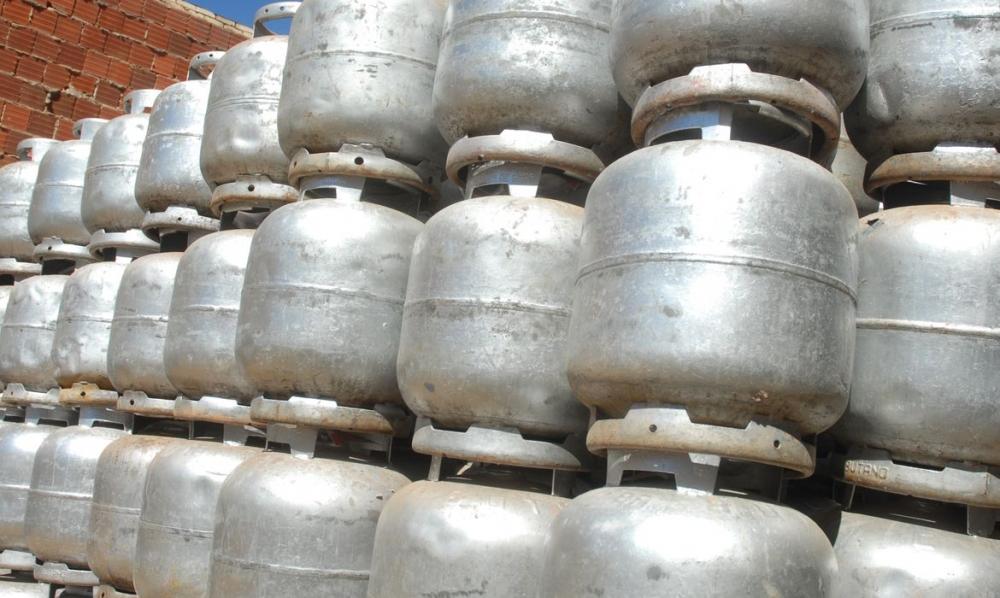 Dez mil botijões de gás serão doados a comunidades carentes