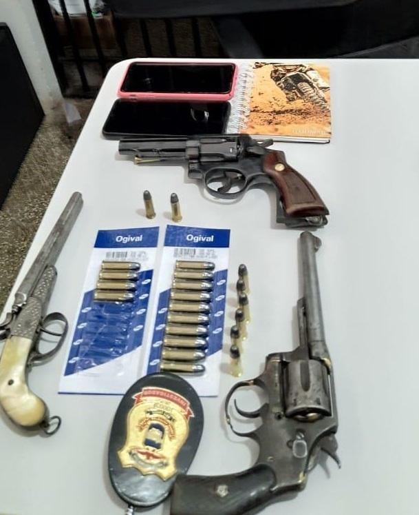 Operação prende quatro em flagrante e apreende armas e munições